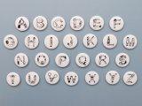 36オリジナル 人アルファベット 缶バッチ